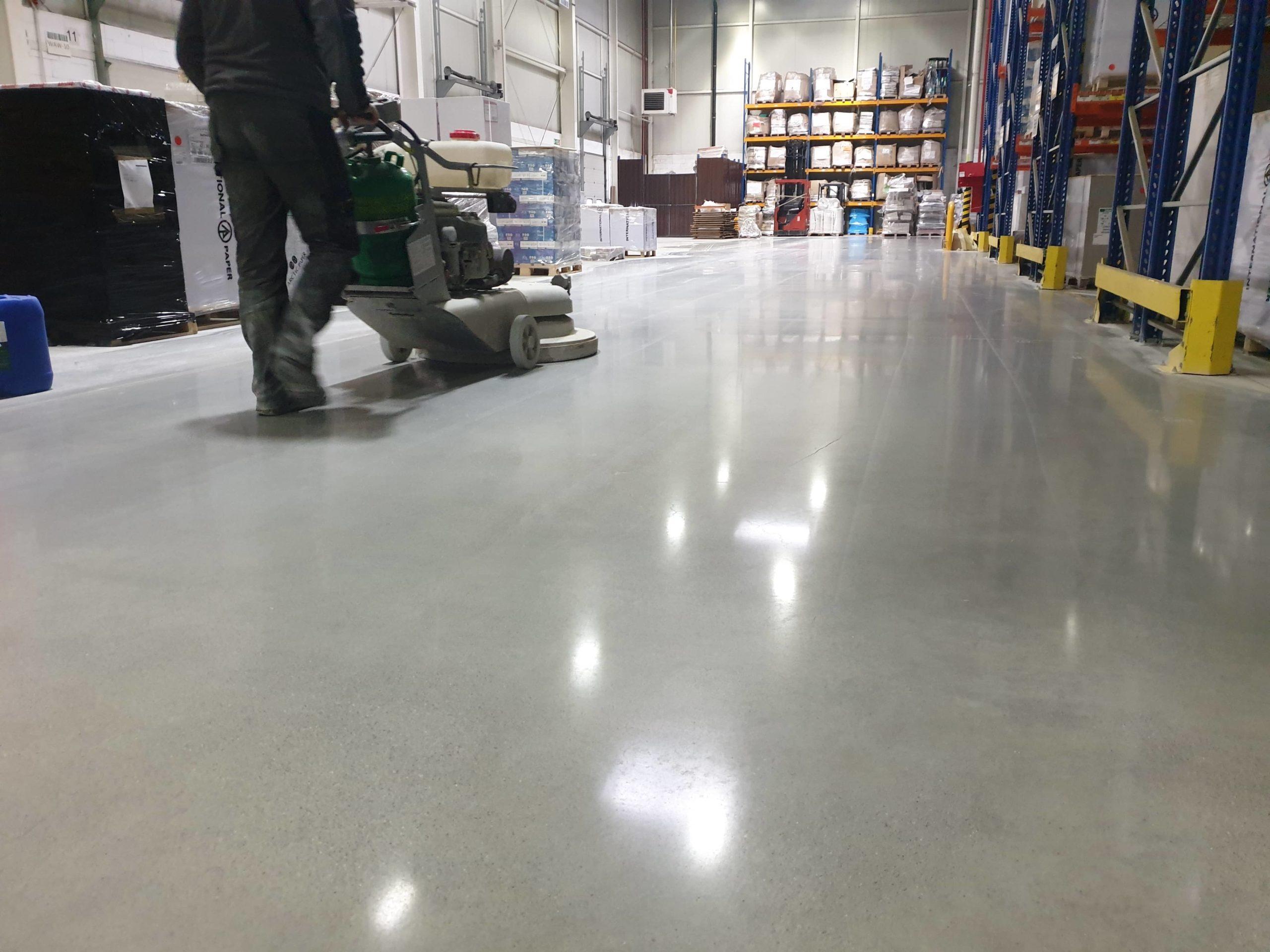 Renowacja posadzek betonowych - szlifowanie i polerowanie betonu