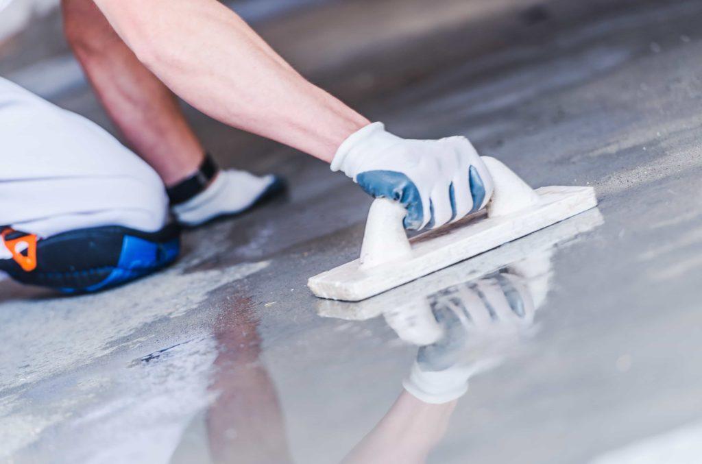 Co wpływa na trwałość posadzki betonowej