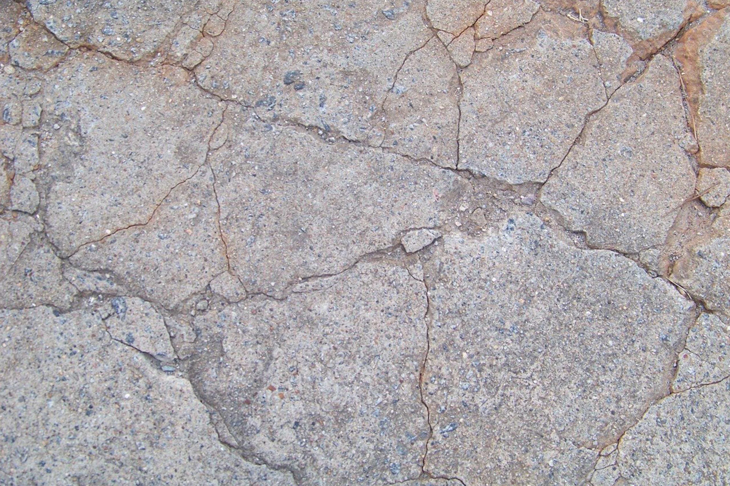 Punktowe uszkodzenia posadzek a szlifowanie betonu